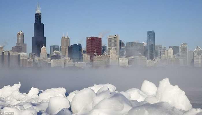 Những tòa nhà chọc trời ở Chicago chìm trong băng giá