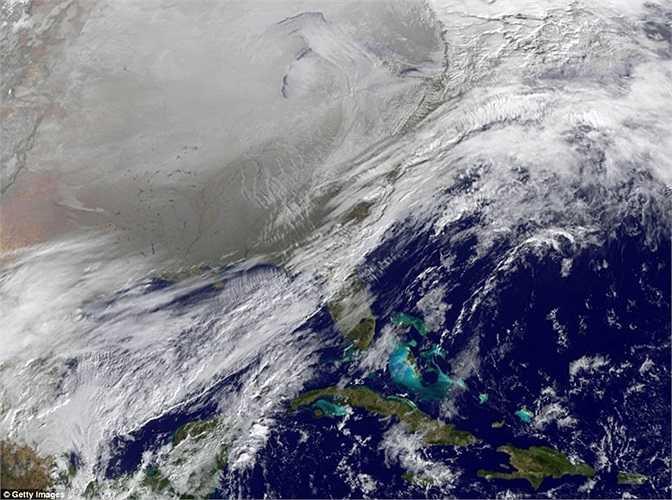 Hình ảnh băng tuyết bao phủ phía bắc nước Mỹ và 1 phần Canada nhìn từ vệ tinh