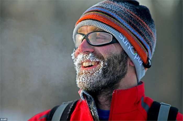 Người đàn ông bị tuyết đóng quanh râu tại Minnesota
