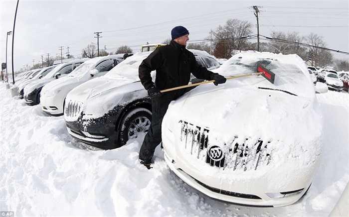 Làng loạt <a href='http://vtc.vn/oto-xe-may.31.0.html' >xe hơi</a> bị đóng đá ở Detroit
