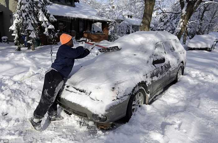 Công việc dọn tuyết đang chiếm nhiều thời gian của người dân Indianapolis