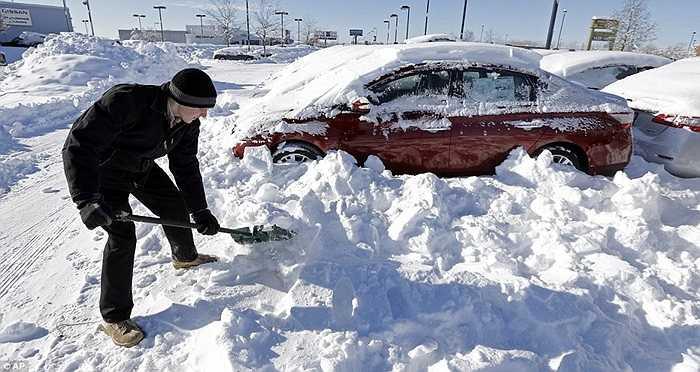 Người dân dọn tuyết ở Indianapolis