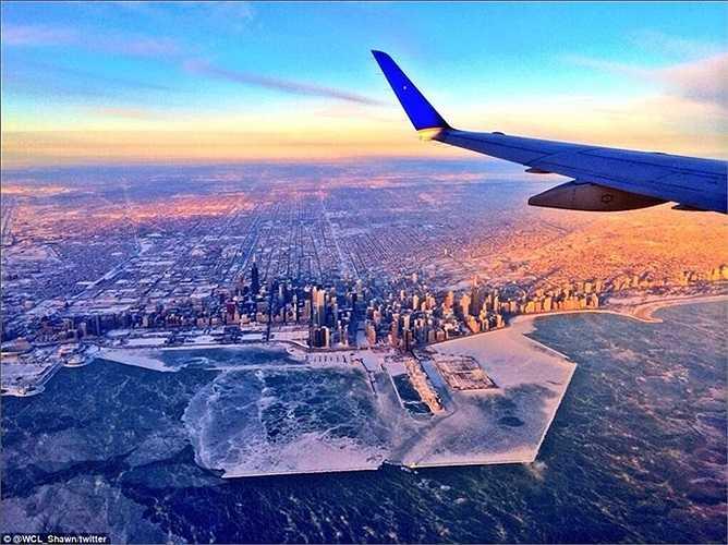 Chicago đóng băng nhiều phần khi nhìn từ máy bay