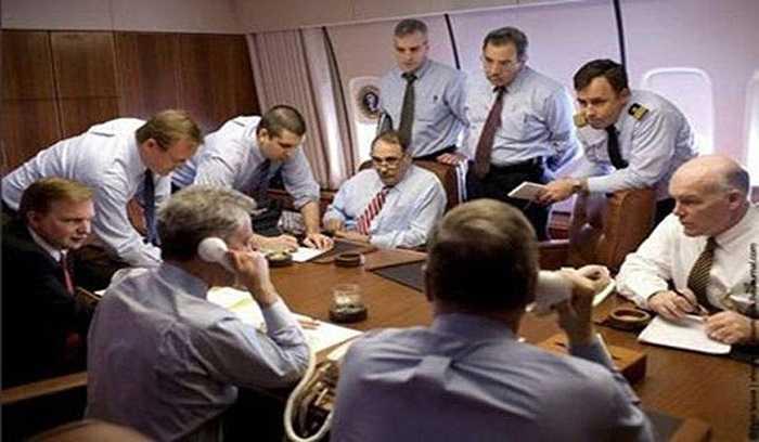 Phòng họp trên chuyên cơ.