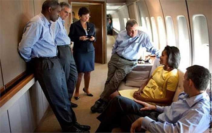 Không lấp lánh ánh vàng như chuyên cơ của Tổng thống Putin, chuyên cơ của Tổng thống Obama được trang bị những thiết bị hiện đại.