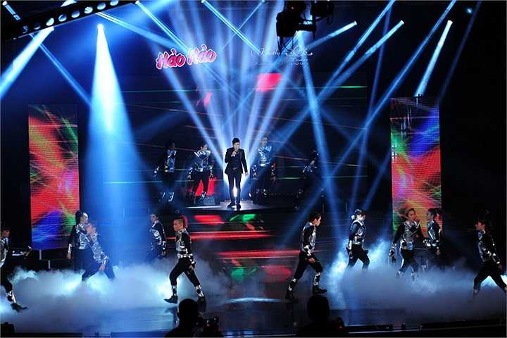 Tối qua 12/1, đêm diễn thứ 2 của liveshow đầu tiên trong sự nghiệp Trấn Thành  đã diễn ra thành công tốt đẹp mặc dù trời mưa to.