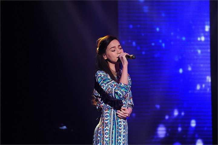 Ở đêm diễn đầu tiên vì quá lo lắng cho Trấn Thành, sợ anh bị mất giọng, nên tiết mục song ca giữa Trấn Thành và Hồ Ngọc Hà không thực hiện được.