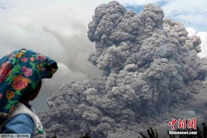 Núi lửa Sinabung ở Indonesia đã phun trào hơn 30 lần