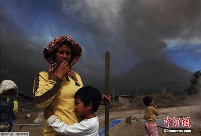 Giới chức Indonesia nói khoảng 26.000 người phải sơ tán khẩn cấp