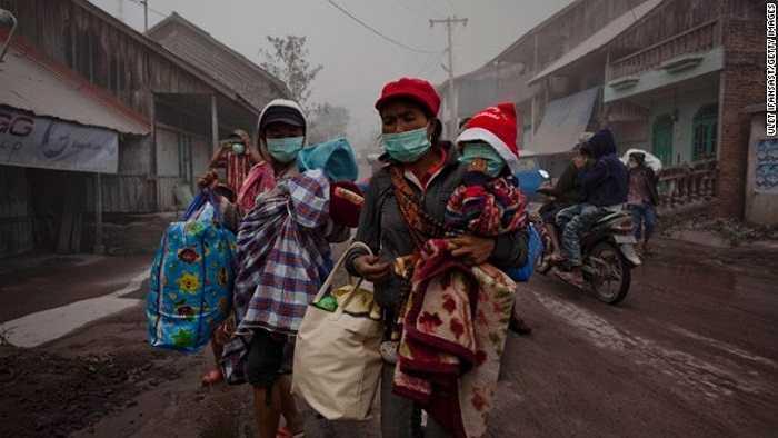 Dân Indonesia hối hả sơ tán