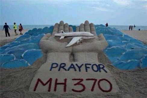 Nhiều người đang cầu nguyện cho hành khách MH370