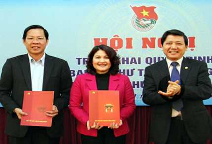 Hai Bí thư Trung ươngĐoàn Phan Văn Mãi và Nguyễn Thị Hà trongngày nhận quyếtđịnh luân chuyểnđợt này -Ảnh: PC