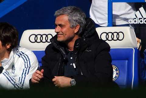 Mourinho một lần nữa đánh bại Wenger trên ghế chỉ đạo.