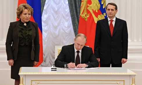 Tổng thống Putin ký đạo luật Crưm gia nhập Nga