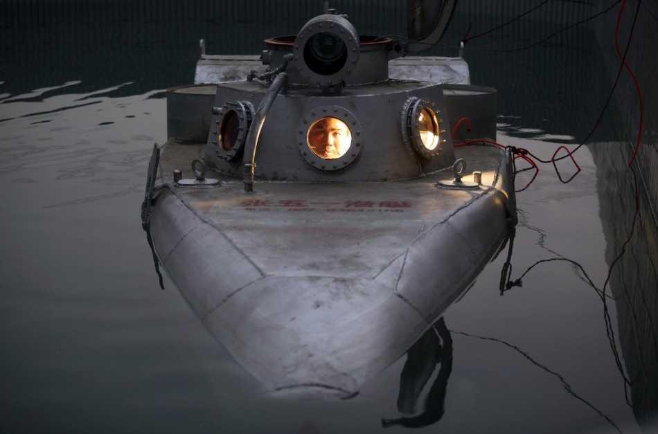 Chiếc tàu được đưa vào bể thử nghiệm