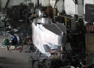Khung cảnh bên trong xưởng cơ khi của Zhang