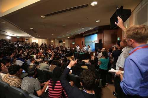 Cuộc họp báo của giới chức Malaysia diễn ra hàng ngày tại khách sạn Sama Sama, gần Sân bay Quốc tế Kuala Lumpur, Malaysia