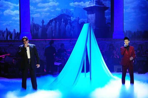 Nathan Lee song ca với giám khảo Ivaylo Mihaylov bài Plaisir D'amour