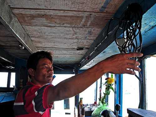 Anh Nguyễn Đông, thuyền viên tàu QNg 90055 TS, kể lại việc bị phía Trung Quốc cướp phá tài sản