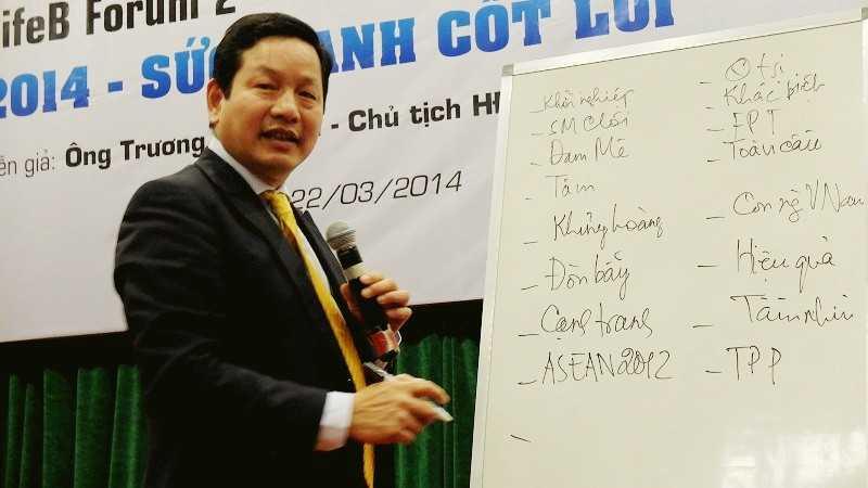 Ông Trương Gia Bình chia sẻ kinh nghiệm khởi nghiệp cho các bạn trẻ
