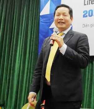 Ông Trương Gia Bình khuyên các bạn trẻ nên tìm ra sự khác biệt để thành công
