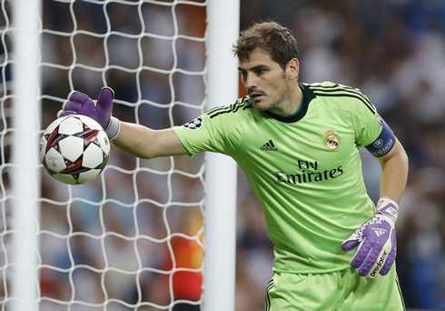 Mourinho ra đi nhưng tương lai của Casillas vẫn đầy u tối
