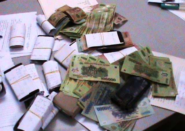 Tang vật công an thu giữ vụ đánh bạc