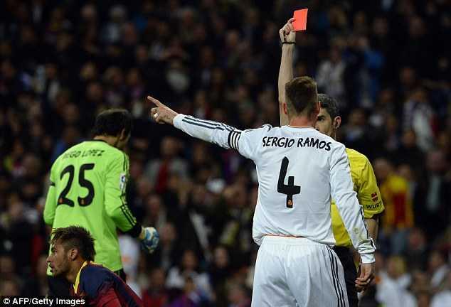Các cầu thủ Real vẫn còn rất tức giận với chiếc thẻ đỏ này dành cho Ramos