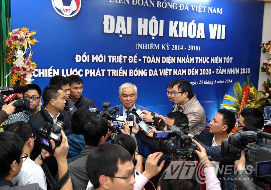Ông Lê Hùng Dũng phát biểu trước báo giới sau khi trở thành Chủ tịch VFF khóa VII (Ảnh: Quang Minh)