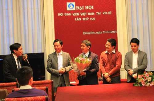 Đại sứ Phạm Sanh Châu tới dự