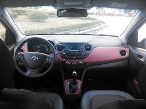 Có đôi chút thua kém về trang bị nhưng nội thất Hyundai Grand i10 rộng rãi hơn.