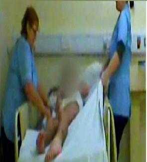 Họ còn có hành động bạo hành bệnh nhân bị chết não.