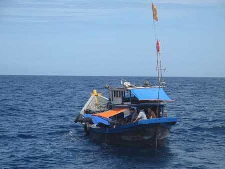 Ngư dân đánh bắt trên biển luôn thường trực hiểm nguy.