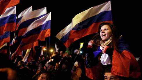 Người Crưm vẫy cờ Nga sau cuộc trưng cầu dân ý lịch sử