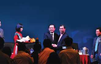 Ông Trầm Bê và ông Phạm Hữu Phú trong ngày