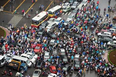 Xe máy bị nhiều người cho là nguyên nhân dẫn tới ùn tắc, rối loạn trong giao thông tại Việt Nam.