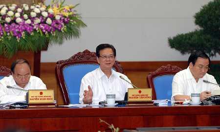 Thủ tướng Nguyễn Tấn Dũng và hai Phó thủ tướng Nguyễn Xuân Phúc và Hoàng Trung Hải tại phiên họp Chính phủ ngày 1/4. (Ảnh: Vietnamnet)