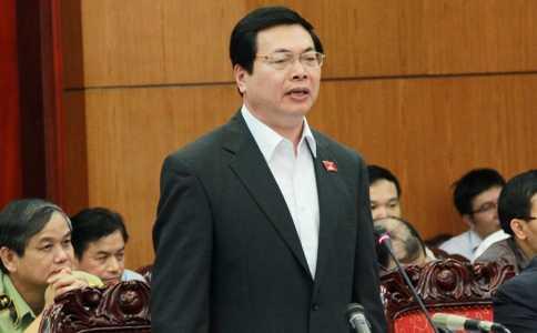 Bộ trưởng Vũ Huy Hoàng trong phiên trả lời chất vấn sáng nay (Ảnh: Phạm Thịnh)