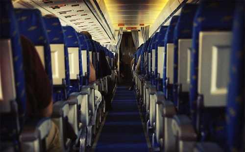 """""""Trong các chuyến bay đêm, đôi khi chúng tôi trì hoãn phục vụ ăn tối nhằm mục đích khách sẽ buồn ngủ, và chúng tôi không phải làm nhiều việc"""" - tiếp viên hàng không giấu tên - Ảnh: Getty."""