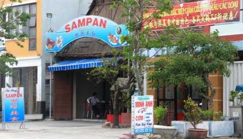 Tình trạng nhà hàng van biển sử dụng bảng hiệu tiếng Trung Quốc tràn lan khiến dư luận lo ngại hình thành