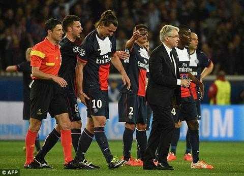 Ibra tự làm đau mình vì không muốn thấy Mourinho đau khổ thêm.