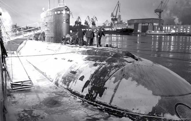 Đầu tháng 12/2012, tàu ngầm Hà Nội ra biển lần đầu tiên để hoàn tất các thử nghiệm cần thiết. Nó vượt qua các thử nghiệm gắt gao nhất từ phía Nga, chứng tỏ khả năng đáp ứng các nhiệm vụ trên biển. Ảnh: Military Russia