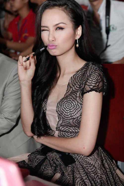 Trở về từ cuộc thi HH Hoàn vũ thế giới, Diễm Hương rất đắt show giám khảo