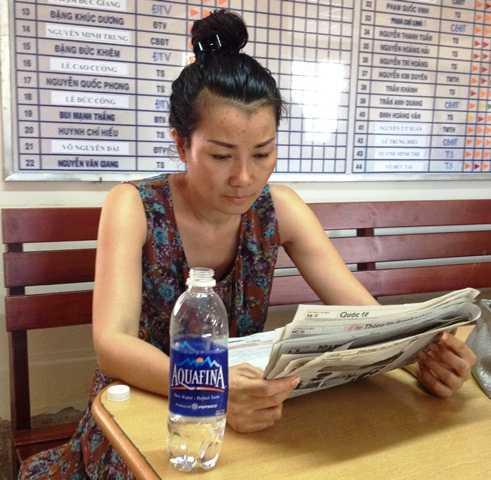 Hoàng Như Nguyệt tại cơ quan điều tra(ảnh Sỹ Hưng)