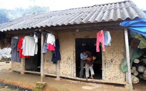 Căn nhà lụp sụp của gia đình anh Dũng chị Thúy