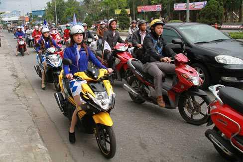Sau một năm, tỷ lệ thu phí sử dụng đường bộ đối với xe máy mới chỉ đạt chưa đến 20%.