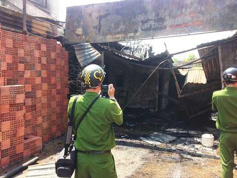 Hai căn nhà của dân cũng bị thiêu rụi sau vụ cháy xe bồn