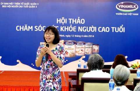Bà Nguyễn Thị Mỹ Hòa – Trưởng ban nhãn hiệu (Vinamilk) chia sẻ những thông tin hữu ích của các sản phẩm dinh dưỡng dành cho người cao tuổi