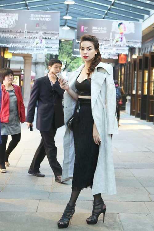 'Bà mẹ một con' sành điệu, nổi bật giữa đường phố của Thượng Hải.