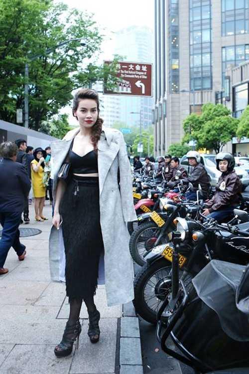 Tham   gia cùng Hồ Ngọc Hà trong chuỗi sự kiệncòn có người mẫu Xuân Lan với   vai trò chỉ đạo catwalk, ca sỹ Đàm Vĩnh Hưng và diễn viên Lương Mạnh   Hải.
